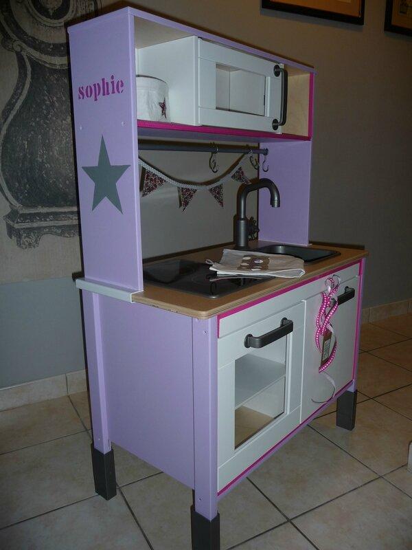 il tait une fois une petite cuisine mon atelier de gris et de broc. Black Bedroom Furniture Sets. Home Design Ideas