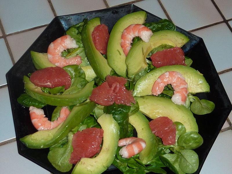 Petite salade de m che aux crevettes avocat et pamplemousse le sachet d 39 pices - Comment presenter des crevettes en entree ...