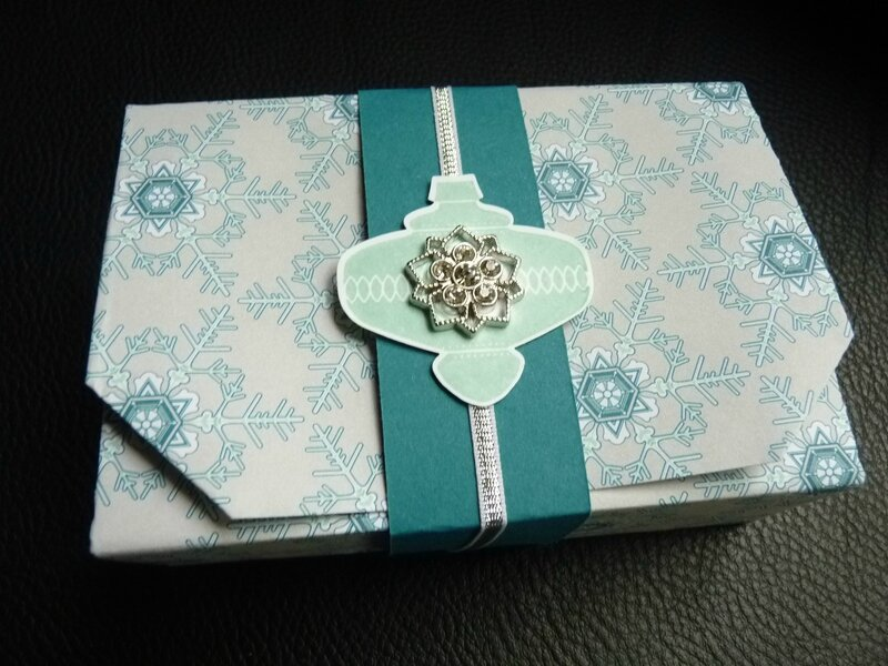 no cut folded gift box 036