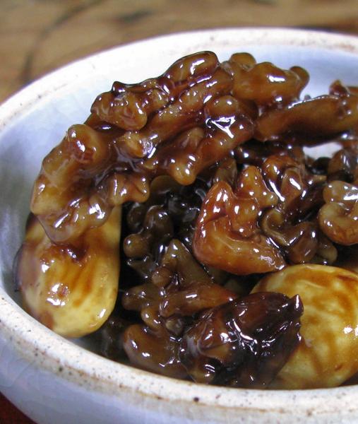 Noix confits à la sauce soja aux anthocyanines