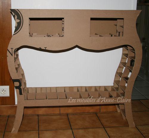 la console en carton en cours de montage les meubles en carton d 39 anne claire toutcarton. Black Bedroom Furniture Sets. Home Design Ideas