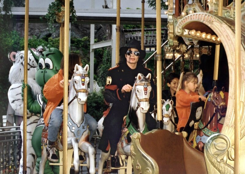 michael-jackson-riding-carousel