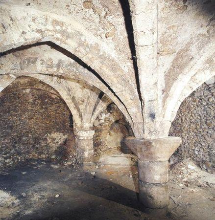 cave_voutee_saint_arnoult_en_yvelines