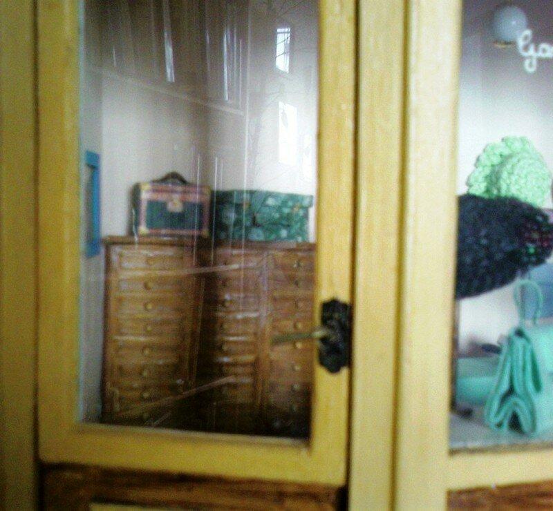 ensuite une vitrine miniature refaire le monde