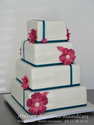 Wedding cake blanc fuchia1