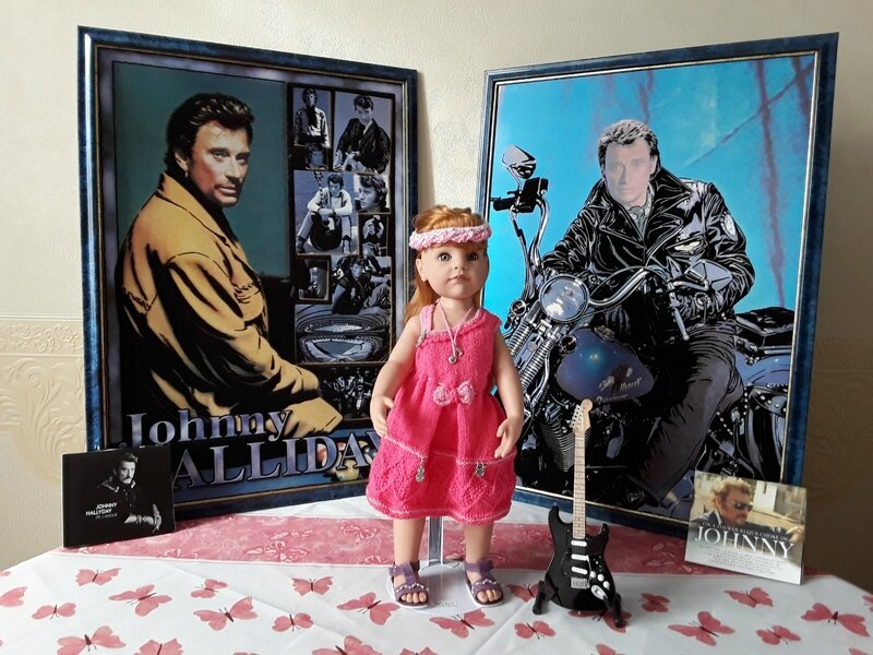 Ingrid & Johnny porte la joli robe de Myjanie