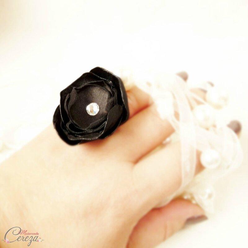 bague-bijou-personnalisable-fleur-cristal-swarovski-noir-mademoiselle-cereza-deco-4