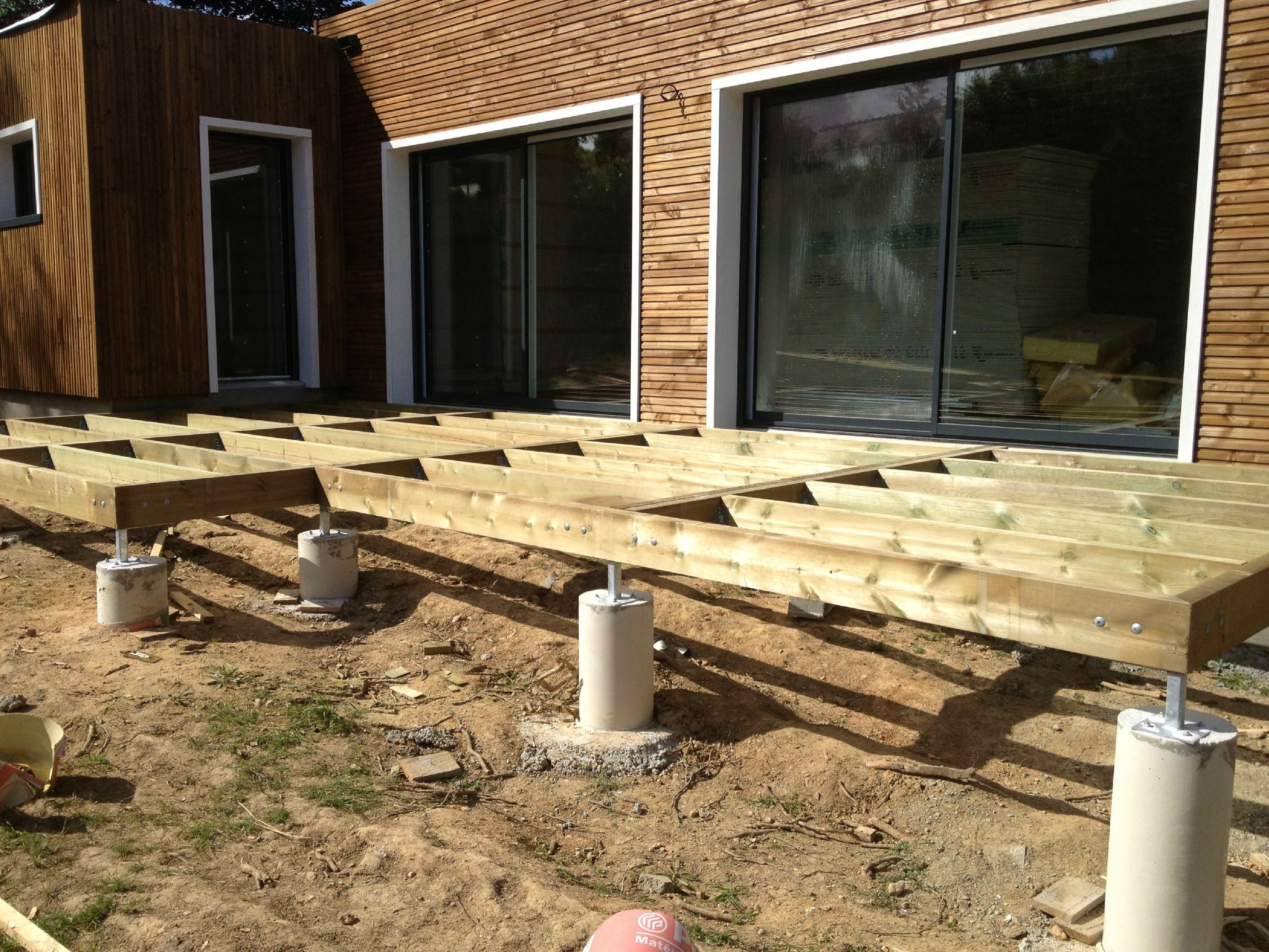 Maison bois sur plots conception de structure de terrasse for Terrasse bois sur plot