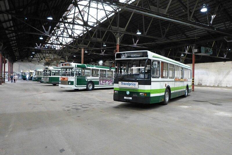 hall-bus1