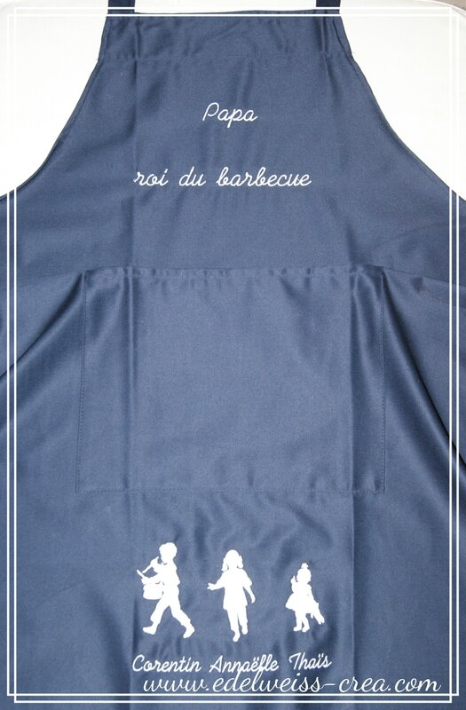 Tablier de cuisine marine - Papa roi du barbecue - Silhouettes et prénoms des enfants cadeau fete des pères
