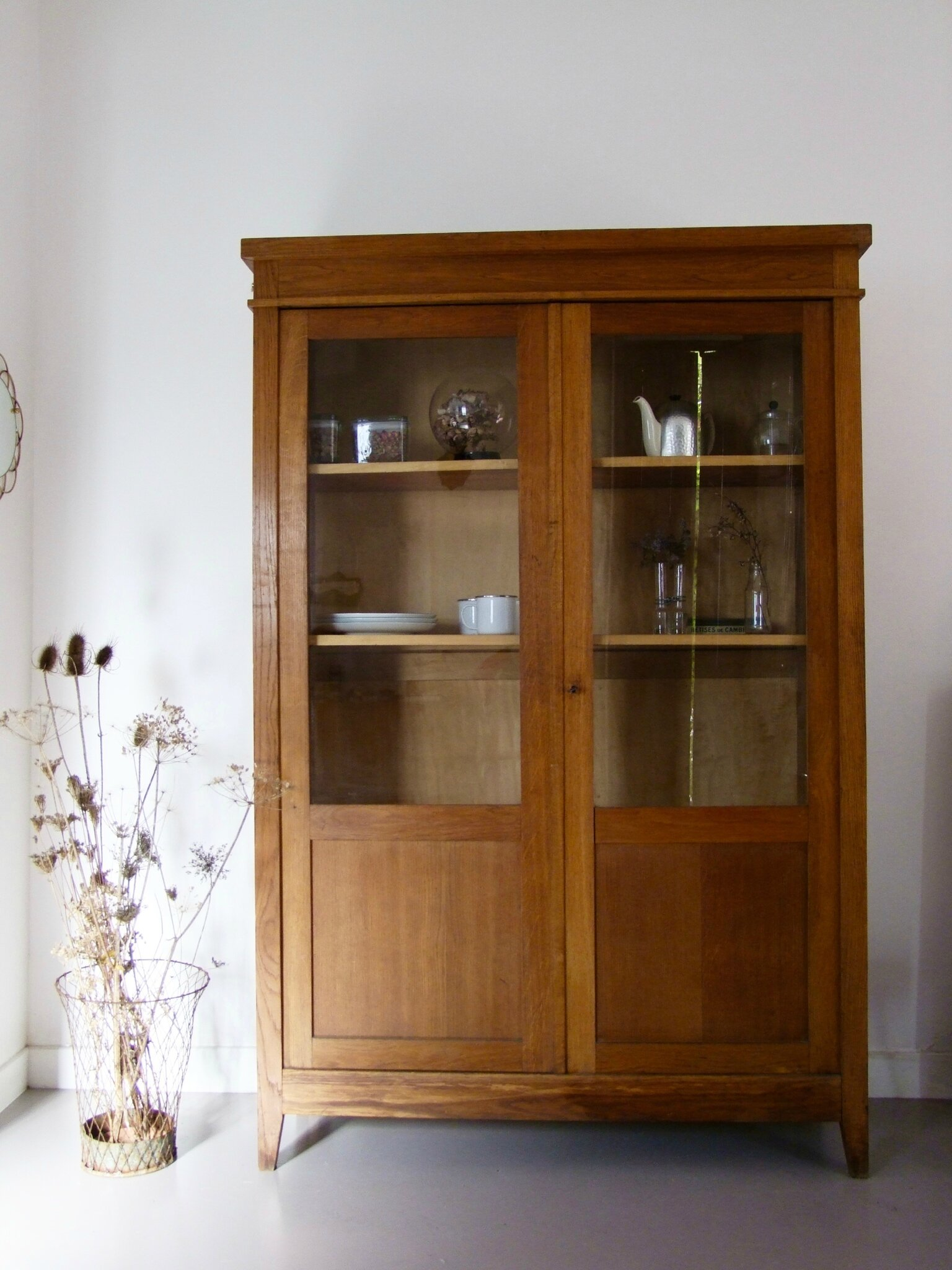 perfect tags armoire vaisselier vintage brocante en ligne meuble vintage meubles duoccasion. Black Bedroom Furniture Sets. Home Design Ideas