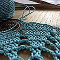 Du crochet pour un galet et des envies de canapé coloré