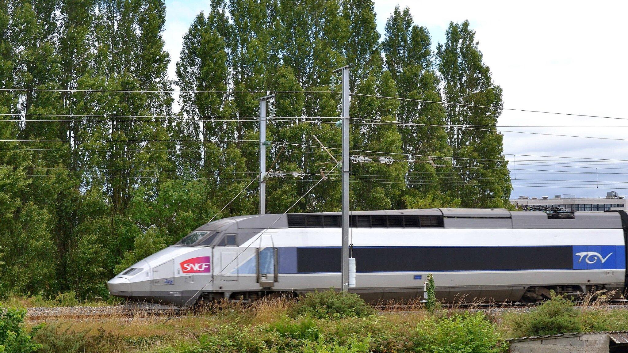 Arrivée du premier TGV via la LGV ! à 12h11 il est passé derrière chez moi!