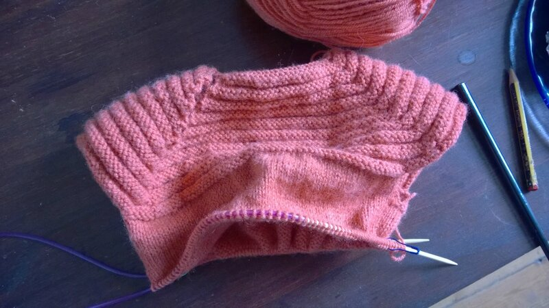 Petit robe en laine en cours
