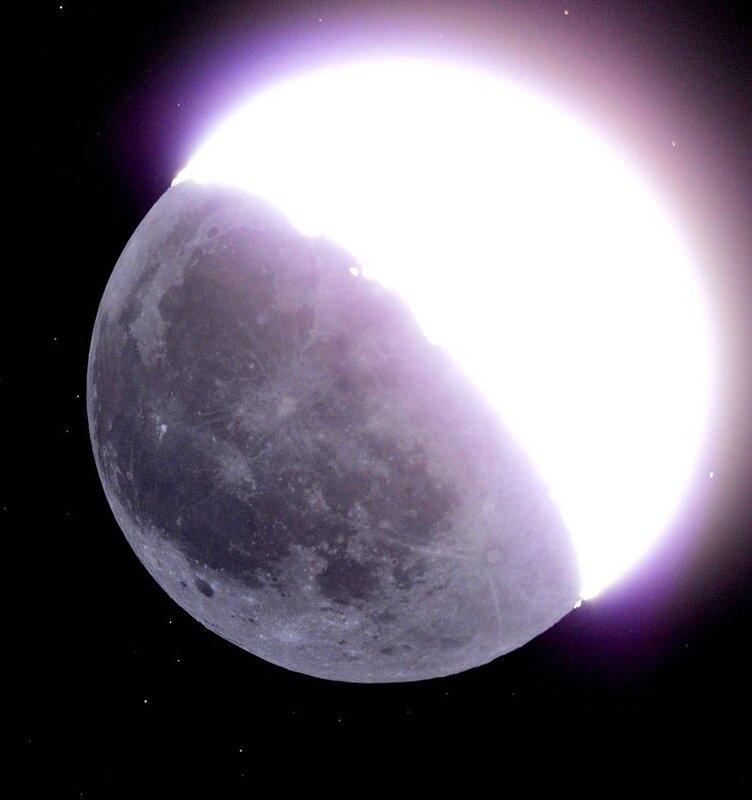 800px-Earthshine_Moon