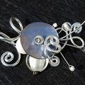 collier tour de cou zigboullis et arabesques gris et blanc