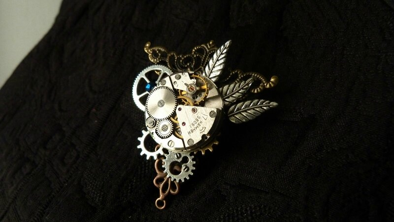 steampunk broche triangle mécanisme (1)