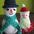Bonhommes de neige au crochet: amigurumis.