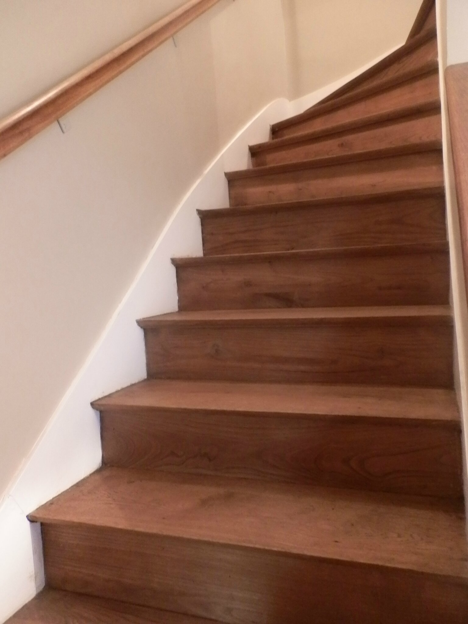 relooking escalier le grenier de christelle. Black Bedroom Furniture Sets. Home Design Ideas