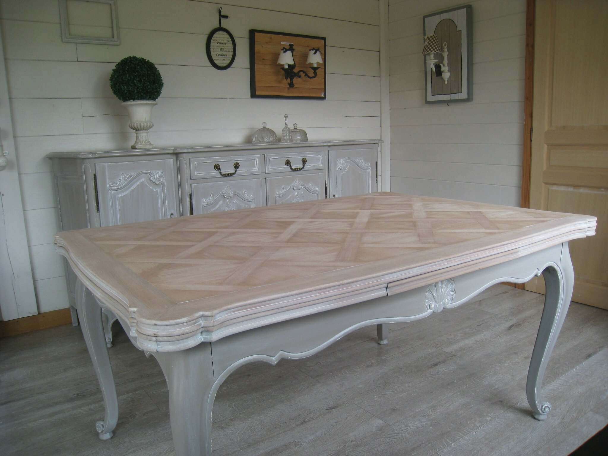 Bahut r gence relook et sa table assortie 2 patines - Customiser un plateau en bois ...