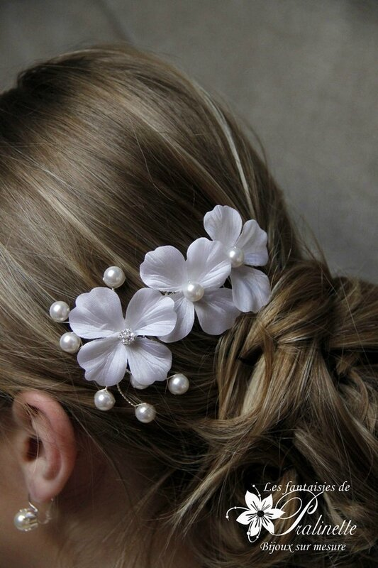bijoux-mariage-peigne-mariee-trio-de-fleurs-en-satin-de-soie-et-branchage-de-perles