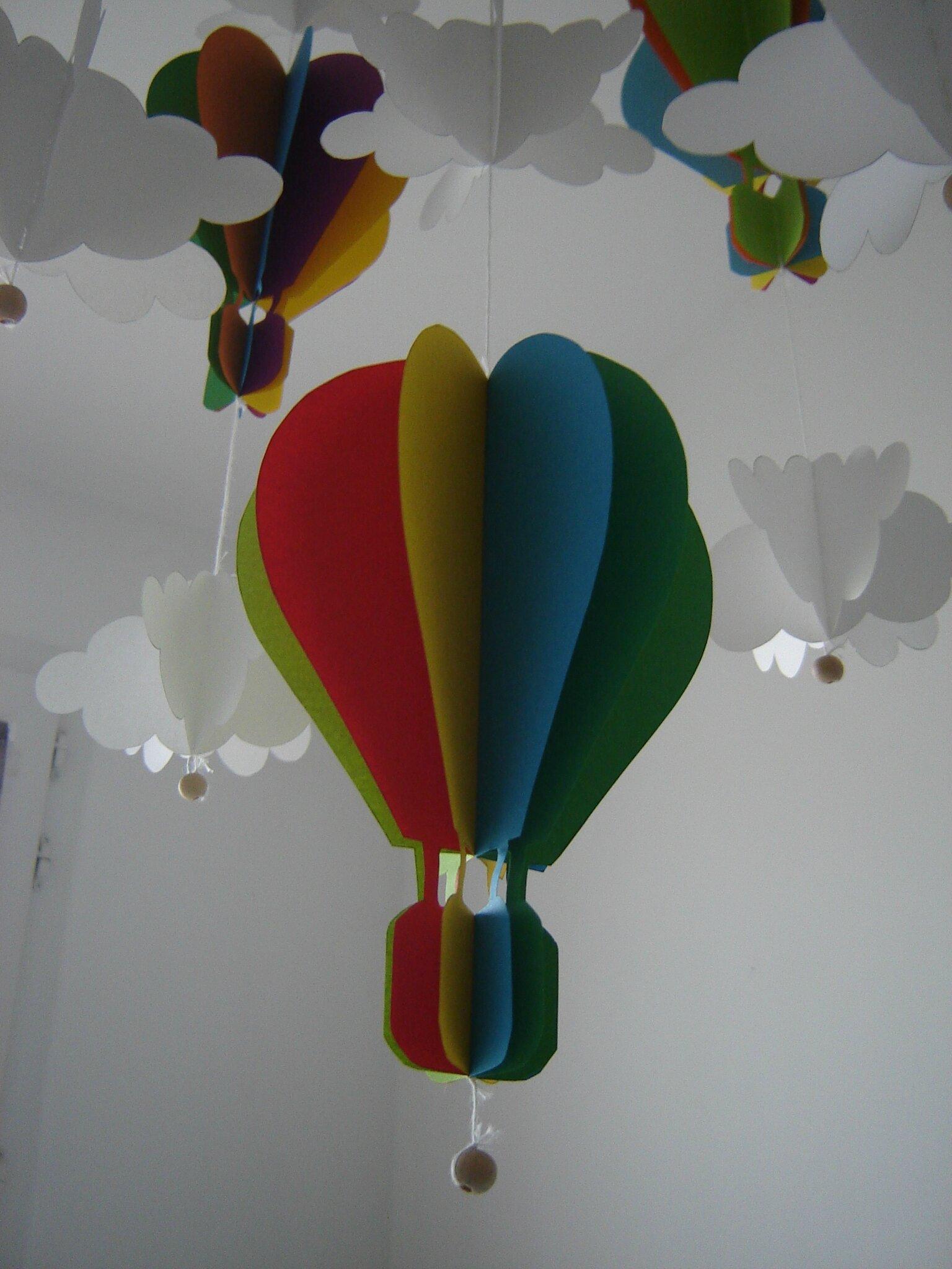 le mobile aux montgolfi res mon petit poussin. Black Bedroom Furniture Sets. Home Design Ideas