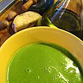 Soupe aux fanes de radis et au bleu de gex