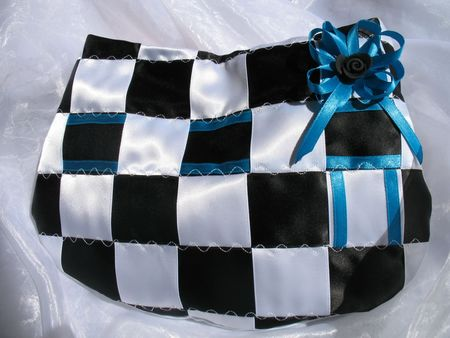 sacs-a-main-pochette-black-and-white-1649516-lessecretsdaleaface-8a9ce_big