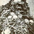 "Anonyme (Congo) - ""Amoncellement d'os humains"". Circa 1890"
