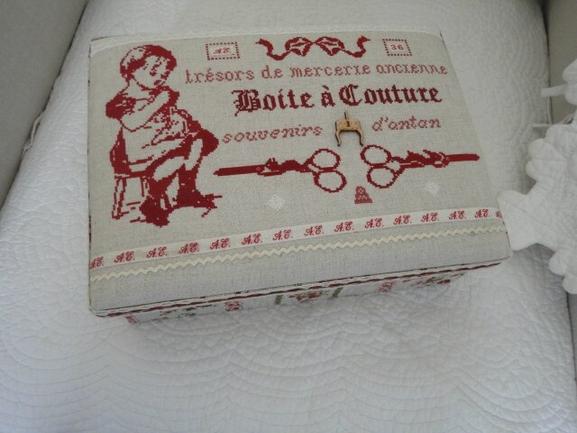 Bo te couture rouge cannelle for Boite couture originale