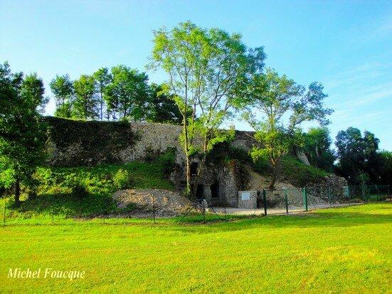 13) ruines du château à Pusignan