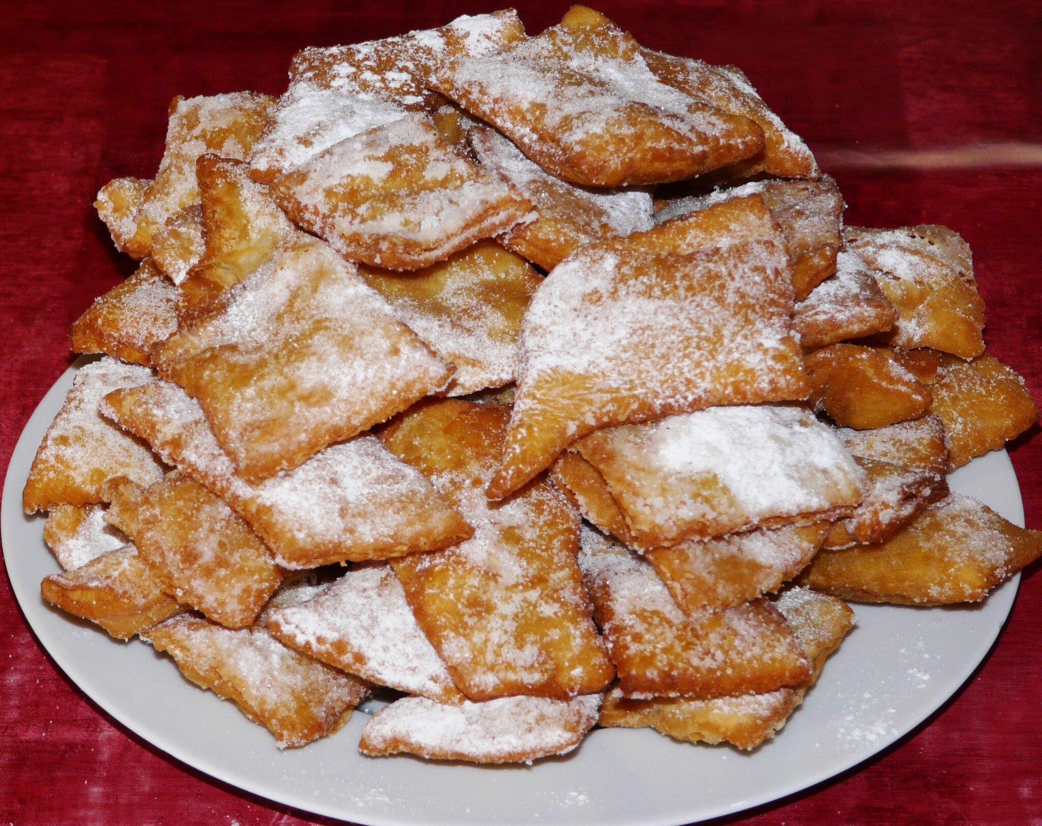 Beignets de carnaval croustillants les plaisirs de ma table - Recette beignet levure de boulanger ...