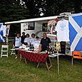Le stand des Highland Games avec le comité d'accueil
