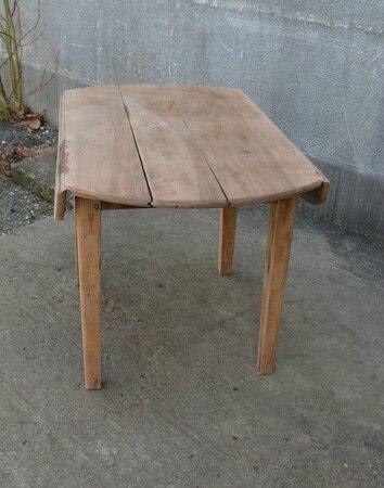 table ronde rabattable la petite brocanteuse. Black Bedroom Furniture Sets. Home Design Ideas
