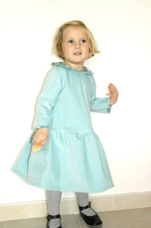 Robe velours Mitsi menthe portée_Chut Charlotte (2a)