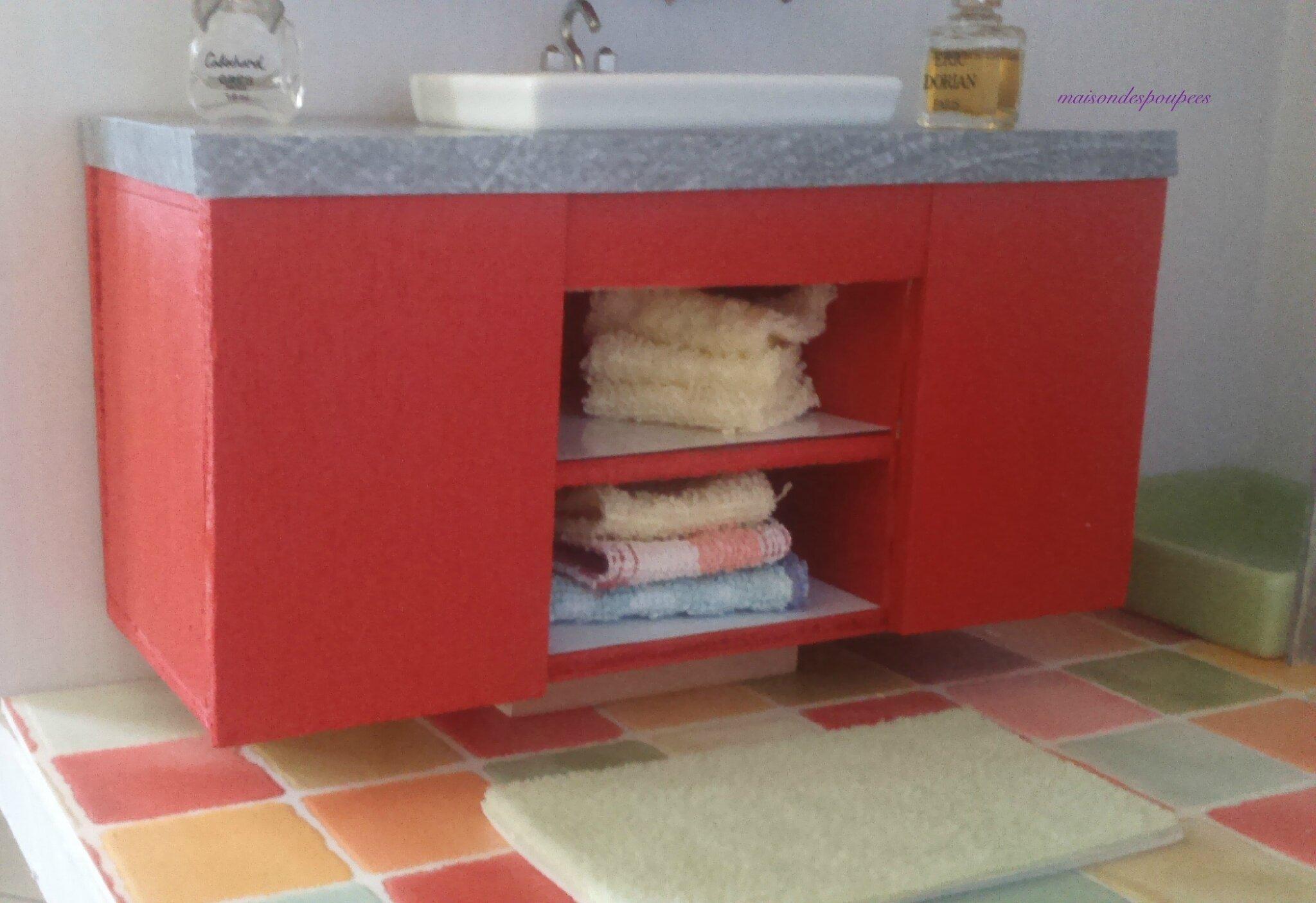 la salle de bains des barbie la maison des poup es. Black Bedroom Furniture Sets. Home Design Ideas