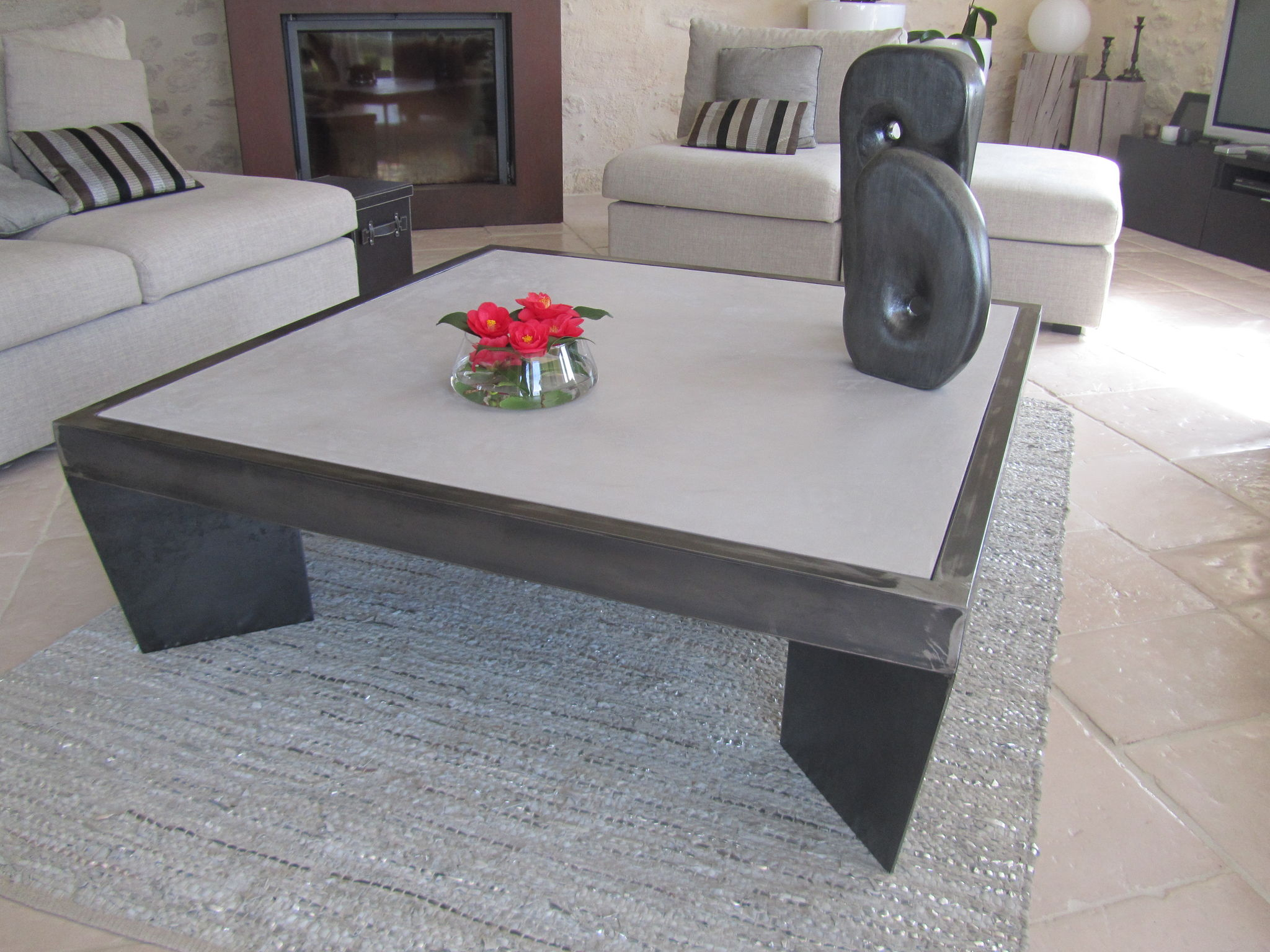 Table basse de salon en beton for Table effet beton cire