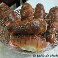 PETITS PAINS BRIOCHES A LA SAUCISSE...