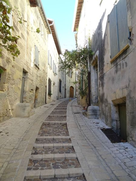 UZES (24) Rue pittoresque