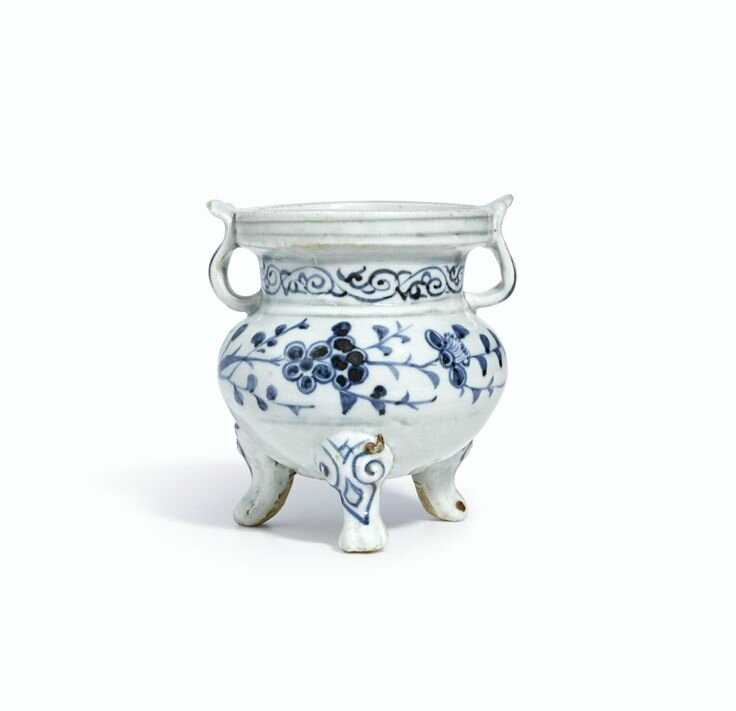 A blue and white tripod censer, Yuan dynasty