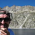 Jénorme au lac de Cap-de-Long, se demandant où sont les sentiers de rando (65)