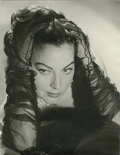 lot100-ava_gardner_by_john_engstead