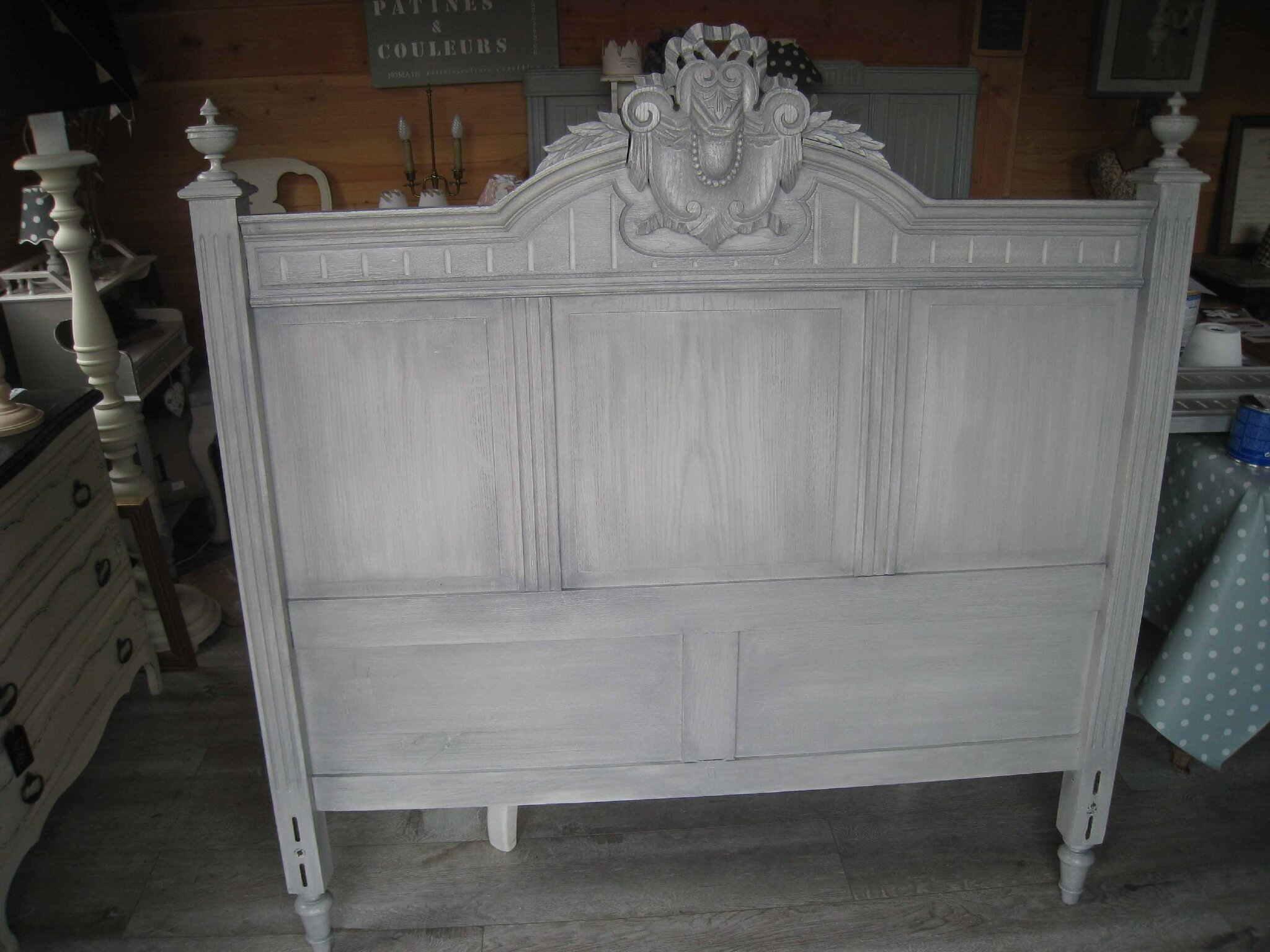 meubles patines anciennes awesome salle manger patine gris tons finition cire with meubles. Black Bedroom Furniture Sets. Home Design Ideas