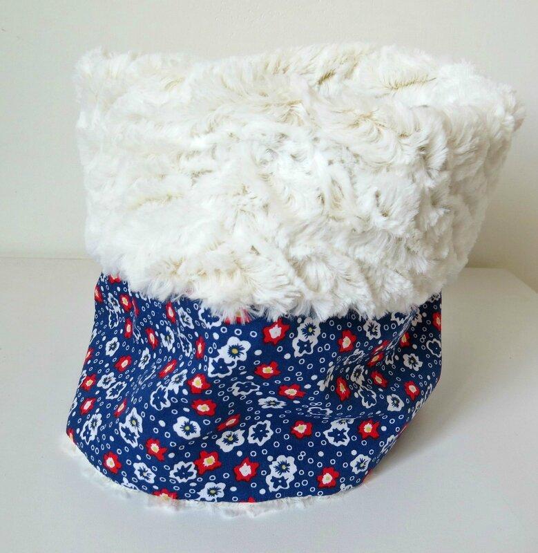 Petit pan fleurs bleu et fourrure