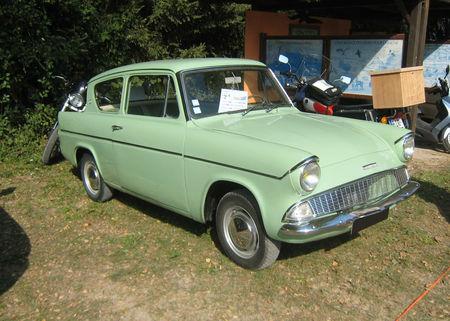 Ford_anglia_106E_deluxe_de_1962__28__me_bourse_d__change_de_Lipsheim__01