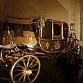 Chambord (2) : de belles voitures à cheval dans la salle ... des carosses !