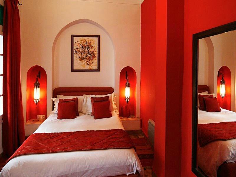 Lumiere pour chambre papier peint pour chambre murs for Chambre romantique rouge