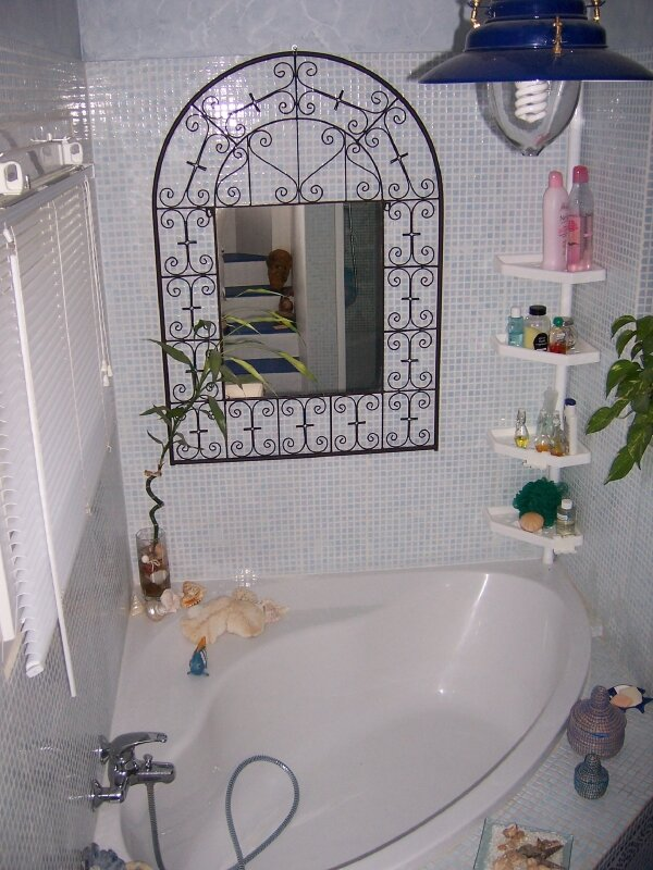 miroir salle de bain photo de ma rue ma maison ma famille le blog de matsa carton d co. Black Bedroom Furniture Sets. Home Design Ideas