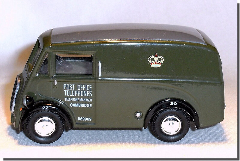 Corgi Morris J Van 08 RGK633 Post Office 04