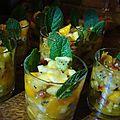Salade de fruits exotiques frais, fruits secs et epices
